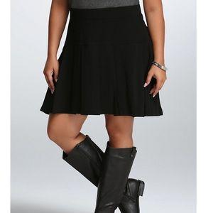 Torrid•Pleated Crepe Skirt Textured 16